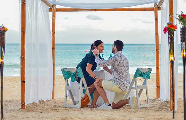 proposal_on_the_beach